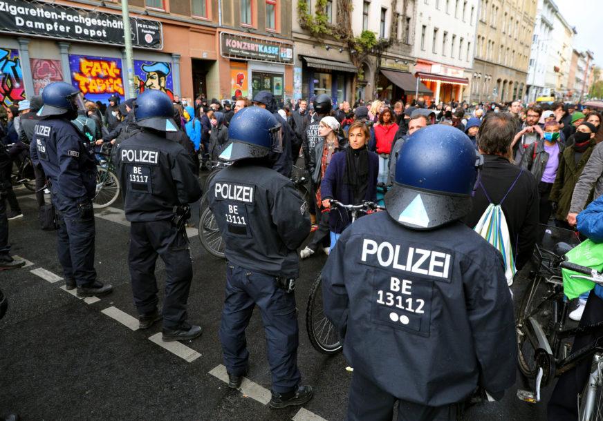 SKANDAL U NJEMAČKOJ Suspendovano 29 policajaca zbog Hitlerovih slika