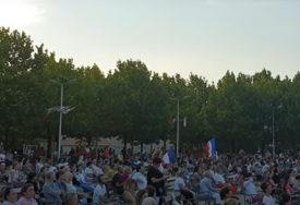 UPRKOS KORONA VIRUSU Hiljade mladih katolika se okupilo na festivalu u Međugorju (VIDEO)