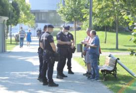 MNOGO POLICIJE U CENTRU BEOGRADA Legitimišu se prolaznici oko Skupštine Srbije