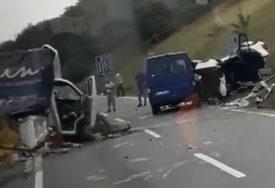 TEŠKA NESREĆA U lančanom sudaru povrijeđeno ŠEST OSOBA,vozača iz kola izvlačili VATROGASCI (FOTO)