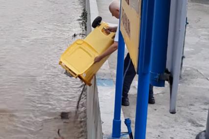 PUNU KANTU SMEĆA ISTRESAO U RIJEKU Ljudi zgroženi ponašanjem muškarca iz Kiseljaka (VIDEO)