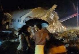 DRAMA NA AERODROMU Avion sa 200 putnika se prepolovio pri slijetanju, najmanje TROJE POGINULIH  (VIDEO)
