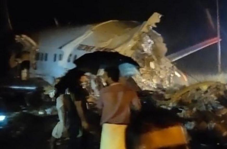 DVOJE MRTVIH, 35 POVRIJEĐENIH U toku akcija spasavanja putnika iz PREPOLOVLJENOG AVIONA
