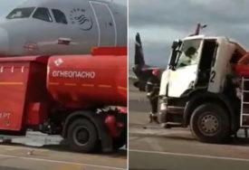 NEVJEROVATAN INCIDENT Sudar cisterne i aviona na moskovskom aerodromu (VIDEO)