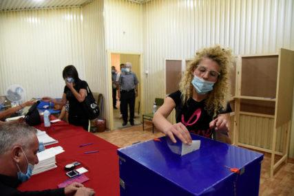 IZBORNA NOĆ U CRNOJ GORI Zatvorena birališta, do 19 časova glasalo 74,9 ODSTO BIRAČA