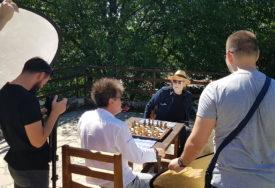 """USKORO NOVI ALBUM Glumački bard Josip Pejaković u novom spotu """"Crvene jabuke"""" (FOTO)"""