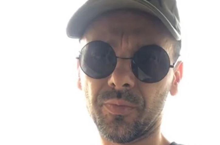 """""""OVO JE BORBA ZA VAZDUH"""" Pjevač završio u bolnici zbog korone, pogoršalo mu se zdravstveno stanje"""