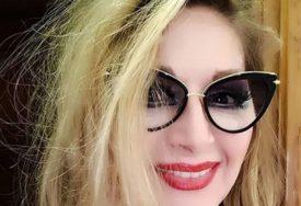 """""""GOSPOĐO, IZGLEDATE BRUTALNO"""" Glumica Danica Maksimović se opet razgolitila (FOTO)"""