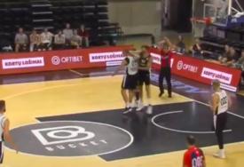 UŽAS Sramotan potez litvanskog košarkaša, UDARAC KAO U RINGU (VIDEO)