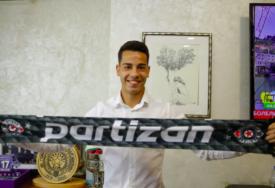 STOJKOVIĆ ZVANIČNO U PARTIZANU Bivši fudbaler Juventusa potpisao ugovor
