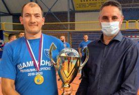 PEHAR STIGAO U DERVENTU Priznanje za rukometaše, šampione Srpske