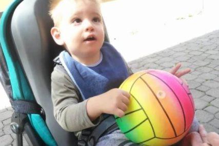 BEZ IMALO STIDA Muškarac uzeo novac iz kutije namijenjene liječenju malog Miloša (VIDEO)