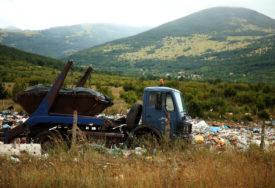 OTPAD SE GOMILA Granica se pretvara u deponiju, stanovništvo zabrinuto