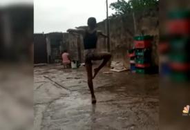 Plesao na kiši i sanjao snove: Bosonogi dječak dobio stipendiju i polako osvaja svijet (VIDEO)