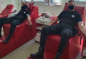ODAZVALI SE POZIVU Policajci iz Gradiške darivali krv