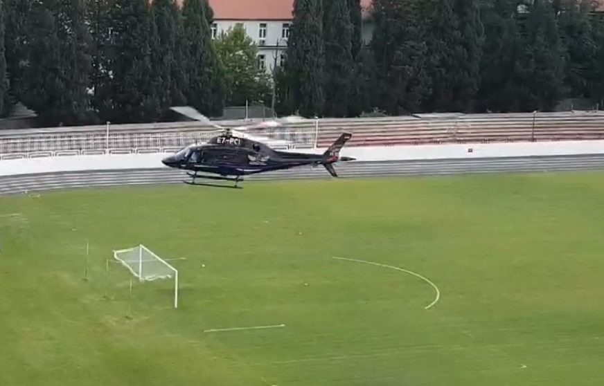 HITNA MEDICINSKA INTERVENCIJA ZBOG UBODA PČELE Helikopter sletio na stadion u Mostaru (VIDEO)