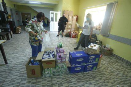 SVAKA ČAST UČENICIMA Osnovci i srednjoškolci prikupljaju namirnice za ugrožene (FOTO)
