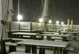 NEVJEROVATNO IZNENAĐENJE U AVGUSTU U Italiji je sinoć počeo padati jaki snijeg (VIDEO)
