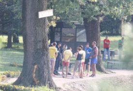 """""""MAJKA ČUPALA KOSU I JAUKALA"""" Svjedoci opisali potresne scene sa jezera u kojem su se udavila braća"""