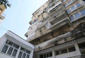 BORBA ZA ŽIVOT TRAJE 12 DANA Dječak (3) koji je sa majkom pao sa šestog sprata zgrade i DALJE U TEŠKOM STANJU