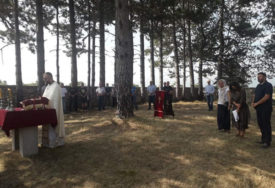 SJEĆANJE NA STRADALE Parastos u Čelebićima za 400 Srba koje su ubile ustaše
