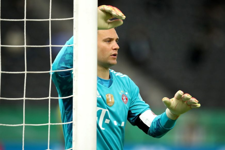 FOTO: EPA08528281 MANUEL NEUER OF BAYERN MUENCHEN GESTURES DURING THE DFB CUP FINAL MATCH BETWEEN BAYER 04 LEVERKUSEN AND FC BAYERN MUENCHEN AT OLYMPIASTADION IN BERLIN, GERMANY, 04 JULY 2020.  EPA-EFE/ALEXANDER HASSENSTEIN / POOL THE DFB REGULATIONS PROHIBIT ANY USE OF PHOTOGRAPHS AS IMAGE SEQUENCES AND/OR QUASI-VIDEO.