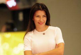 RODILA TROJE DJECE I PONOSNO SE SKIDA U KUPAĆI Poznata glumica u 43. godini, važi za jednu od najzgodnijih žena