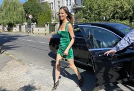 SVI SU SE JUTROS OKRETALI SAMO ZA NJOM Milica Pavlović se pojavila u kratkoj haljini na pres konferenciji