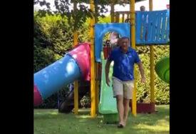 VRATIO SE U DJETINJSTVO Milorad Dodik uživa sa unucima, ovako provodi nedjeljno popodne (VIDEO)