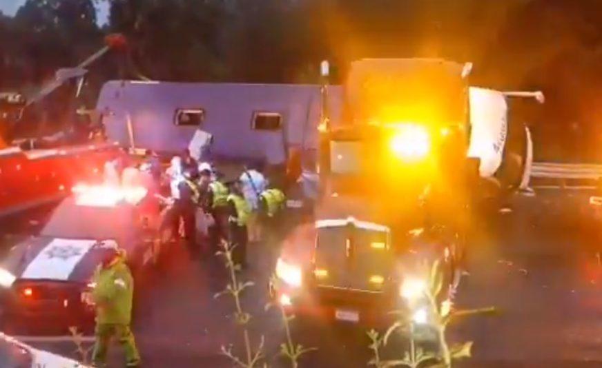STRAŠNA TRAGEDIJA NA AUTO-PUTU Prevrnuo se autobus, poginulo 13 osoba (VIDEO)