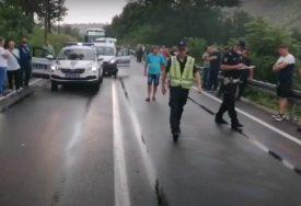 PRAVI KARAMBOL NA IBARSKOJ MAGISTRALI Sudar četiri automobila, među povrijeđenima i DJECA (VIDEO)