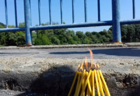 NA NEBU HOLOGRAM BIJELOG ANĐELA Imena srpskih mučenika na površini rijeke Save