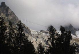 TOPE SE GLEČERI Na naselje u Italiji moglo bi da se sruši 500.000 kubnih metara leda