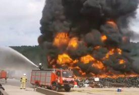 POŽAR NA DEPONIJI STAVLJEN POD KONTROLU Nadljudski napori vatrogasaca koji su ostali da dežuraju na licu mjesta