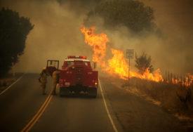 NAJVEĆI POŽARI U ISTORIJI SAD Šest osoba poginulo u Kaliforniji, u pomoć stižu vatrogasci iz drugih država