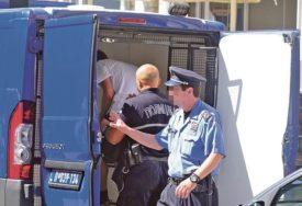 PALA GRUPA FALSIFIKATORA Prodavali lične dokumente i LAŽNE PCR TESTOVE, naplaćivali i do 800 evra