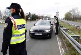 POKUŠAO DA POBJEGNE Prevozio migrante, pa udario u policijski auto