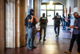 EVAKUISANE DVIJE ŠKOLE U NJEMAČKOJ Učenik petog razreda donio ručnu bombu u učionicu