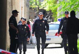 ČEKIĆEM NASRNULA NA VRŠNJAKINJE Maloljetnica koja je POKUŠALA DA UBIJE dvije djevojke POZNATA POLICIJI