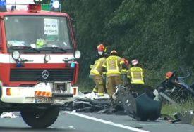 STRAVIČNA NESREĆA U sudaru autobusa i kombija poginulo devet osoba (VIDEO)