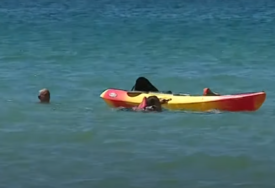 KAO U ČUVARIMA PLAŽE Dvije žene povukla morska struja, a onda im je u pomoć stigao PREDSJEDNIK PORTUGALA (VIDEO)