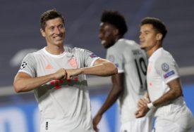 """POSTIGLI 39 GOLOVA Bajern postavio klupski rekord, Levandovski """"lovi"""" Ronalda"""
