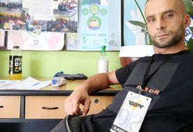HEROJ IZ NOVOG PAZARA Mladić ženi zaraženoj korona virusom dao vještačko disanje i produžio joj život