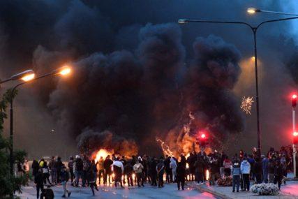HAOS U ŠVEDSKOJ Više od 300 ljudi na ulicama nakon akcije aktivista koji su SPALILI KURAN (VIDEO)
