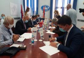 PODRŠKA MIRKU ĆURIĆU Devet stranaka potpisalo koalicioni sporazum u Trebinju