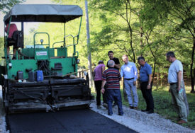 BOLJI USLOVI ŽIVOTA ZA MJEŠTANE  Za novi asfalt u rubnom području opštine Ugljevik 60.000 KM