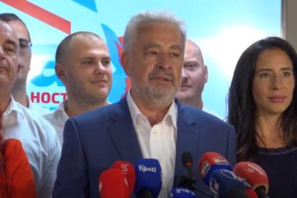 """""""CRNU GORU TRETIRA KAO SVOJ FEUD"""" Krivokapić oštro reagovao na potez Mila Đukanovića"""