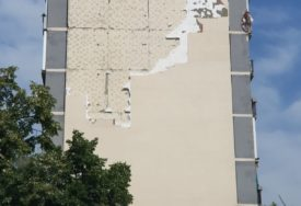 POTENCIJALNA OPASNOST  Vatrogasci sklonili preostali dio fasade