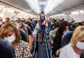 """""""MJERE SE MORAJU POŠTOVATI"""" Iz aviona izbacili majku sa šestoro djece (VIDEO)"""