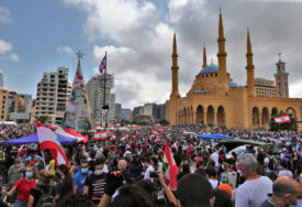 DRUGI DAN PROTESTA Stotine demonstranata na glavnom trgu u Bejrutu